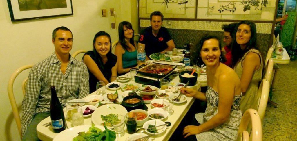 Cena coreana con estudiantes